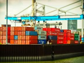 le-personnel-du-transport-maritime-outillé-pour-le-transport-et-la-manutention-des-marchandises-dangereuses-et-solides