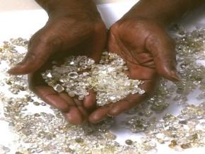 le-gabon-envoie-trois-ingénieurs-se-préparer-à-la-certification-des-pierres-précieuses