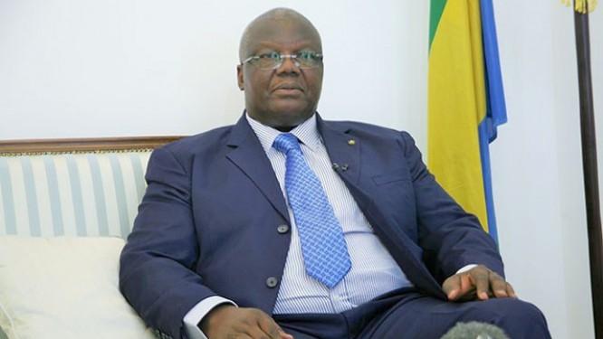 cible-des-grévistes-le-ministre-de-l'education-nationale-florentin-moussavou-réitère-son-engagement-pour-l'école-gabonaise