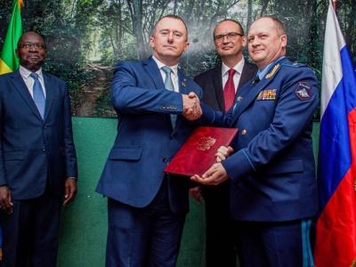 lutte-contre-le-braconnage-la-russie-fait-un-don-de-materiel-militaire-au-gabon