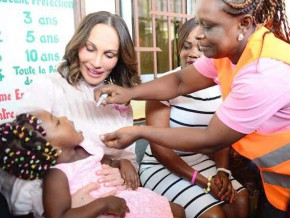 la-première-dame-sylvia-bongo-ondimba-lance-la-campagne-de-vaccination-contre-la-poliomyélite-2017
