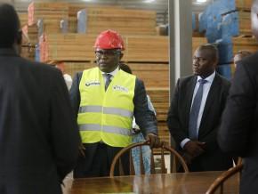 le-vice-président-de-la-république-fait-le-tour-des-usines-de-nkok