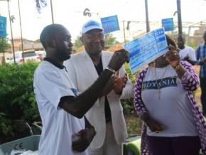 les-premiers-bénéficiaires-du-projet-idyanja-reçoivent-leurs-chèques