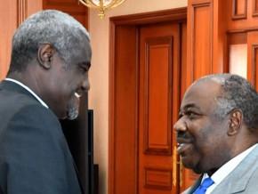 en-visite-à-libreville-moussa-faki-mahamat-annonce-la-tenue-d'un-sommet-extraordinaire-de-l'union-africaine-en-novembre
