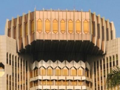 grace-a-un-guide-sur-la-nouvelle-reglementation-de-change-une-banque-camerounaise-ameliore-sa-relation-avec-la-beac