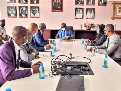 securisation-des-recettes-de-l-etat-une-coalition-douane-conseil-gabonais-des-chargeurs-en-gestation