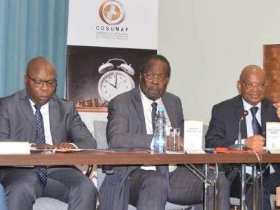 la-cosumaf-etudie-les-leviers-a-activer-pour-dynamiser-le-marche-financier-d-afrique-centrale