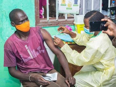 vaccin-anti-covid-19-bientot-un-site-web-pour-signaler-des-cas-d-effets-secondaires-au-gabon