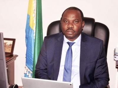 hugues-mbadinga-madiya-ministre-du-commerce-des-pme-et-de-l-industrie-sur-les-chantiers-de-la-relance