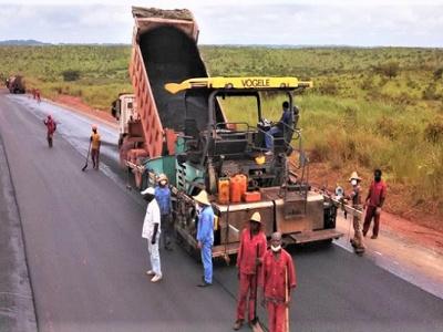 bitumage-des-routes-le-gouvernement-gabonais-veut-reduire-les-couts-des-intrants