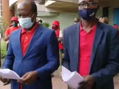 en-greve-les-agents-des-eaux-et-forets-s-en-remettent-au-president-ali-bongo