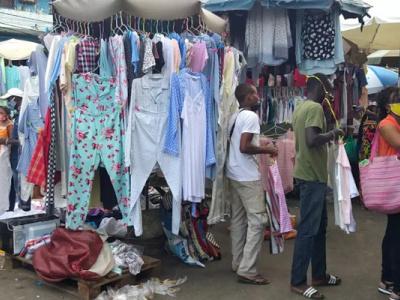 suite-a-l-arret-de-leur-activite-les-fripiers-gabonais-demandent-le-soutien-des-pouvoirs-publics