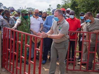 gamba-une-barriere-electrique-pour-proteger-les-populations-contre-les-attaques-d-elephants